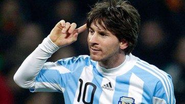 Сборная Аргентины передвигается по Саудовской Аравии под конвоем!