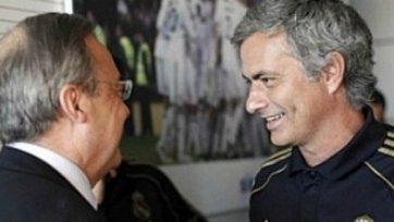 Президент «Реала» подарил Моуринью часы!