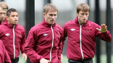 Курбан Бердыев дает шанс молодым футболистам