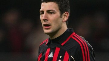 «Милан» укрепляет оборону