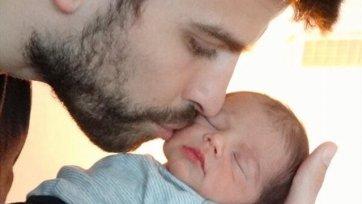 Шакира и Пике показали миру своего сына!