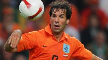 Руд ван Нистелрой может возобновить карьеру в «Интере»?