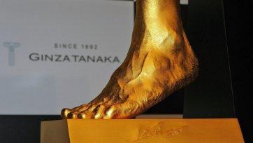 В Токио продают золотую ступню Месси
