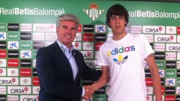 «Бетис» подписал игрока юношеской сборной Испании