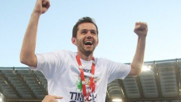 Фанаты «Лацио» расцеловали ногу Лулича