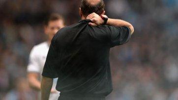 Лайнсмену в матче «Астон Вилла» - «Тоттенхэм» досталось на орехи (видео)