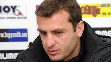 Сборная Армении осталась без тренера