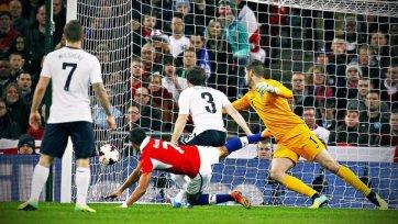 Чили обыгрывает Англию, Санчес делает дубль