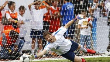 ФИФА объявила фамилии вратарей, претендующих на попадание в сборную мира. А кого выберешь ты?