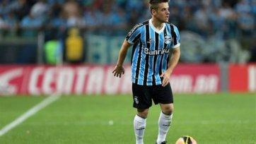 Итальянские клубы ведут борьбу за хавбека «Гремио»
