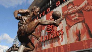 «Арсенал» воздвиг статую Деннису Бергкампу