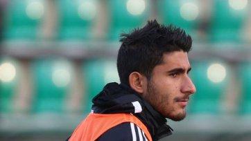 Арас Озбилиз тренируется с ограничениями
