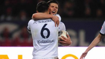 Дубль Хунтелара позволил «Шальке» обыграть «Аугсбург»