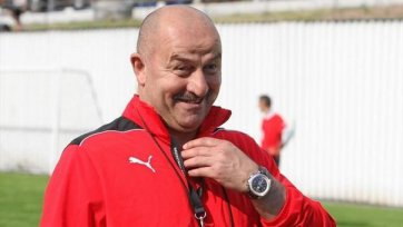 Станислав Черчесов помимо «Спартака» ведет переговоры с другим клубом?