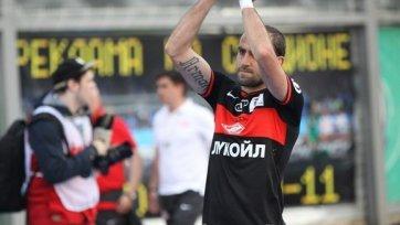 Фанаты «Спартака» выкинули футболку Мовсисяна, которую он бросил им на трибуну после матча с «Томью»