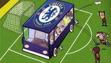 Автобус синего цвета с надписью «Челси» на футбольном поле