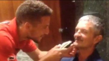 Благодаря голу в ворота Алжира Мертенс сбрил усы своему отцу