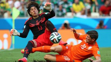 Очоа  – лучший футболист матча Нидерланды – Мексика