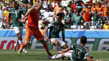 Эктор Морено сломался в матче с Нидерландами