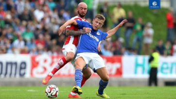 «Шальке» минимально одолел «Сток», Кркич забил за «гончаров»