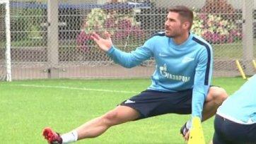 Хави Гарсия представлен команде и провел первую тренировку