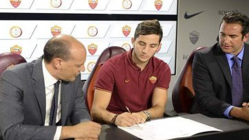 Официально. «Рома» подписала Костаса Манолеса
