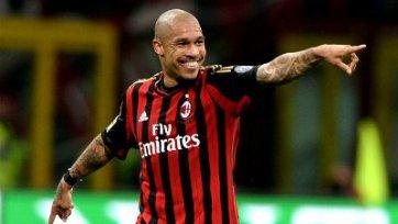 «Милан» надеется продлить де Йонга