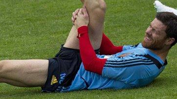 Алонсо получил небольшое повреждение на тренировке