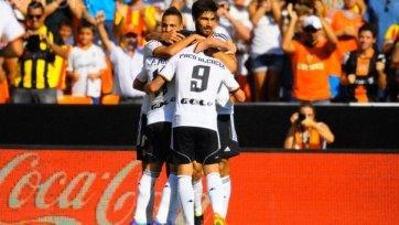 «Валенсия» без напряжения побеждает клуб из Барселоны