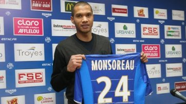 Чемпион Франции 2006 года продолжит карьеру в Индии