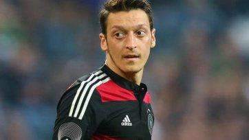 Месут Озил из-за травмы покинул лагерь сборной Германии