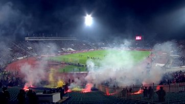 Болгарские и хорватские фанаты учинили беспорядки на трибунах (видео)