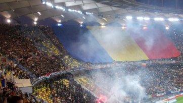 Венгерские фанаты пытались прорваться к румынским болельщикам (видео)