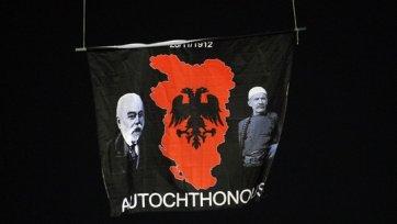 Мартин Аткинсон решил не продолжать матч между сербами и албанцами (видео)