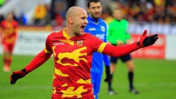 Лукаш Тесак защищает цвета «Арсенала» с травмой спины