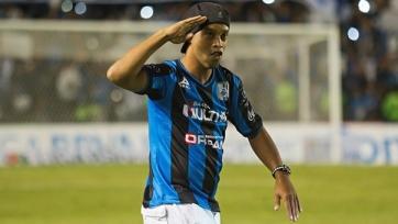 Роналдиньо остается верен своему клубу