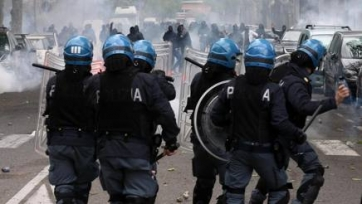 Радикальные поклонники «Кальяри» атаковали «тифози» «Чезены» бутылками с зажигательной смесью