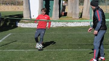 Мурат Якин преподал Давыдову урок игры в теннисбол
