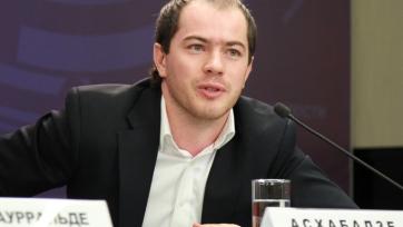 Роман Асхабадзе: «О немедленном уходе Дзюбы речи не идет»