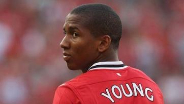 Руководство «Манчестер Юнайтед» начало переговоры с Эшли Янгом