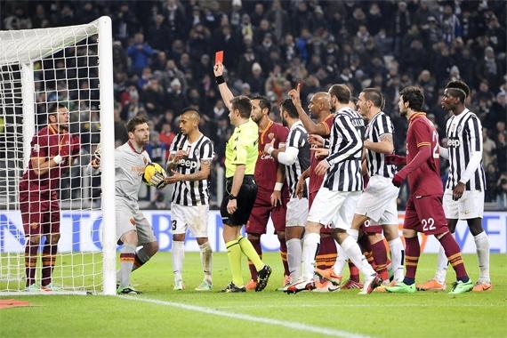 Не опять, а снова. Почему «Рома» оказалась не готовой к конкуренции с «Ювентусом»