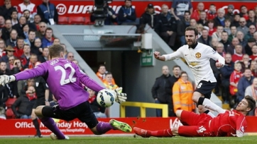 «Манчестер Юнайтед» не без эмоций разобрался с «Ливерпулем»
