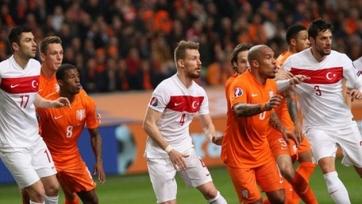 Снейдер уберег Голландию от провала в игре с Турцией