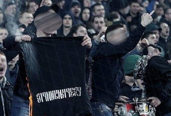 «Мирзов забил «Торпедо» победный гол, подошёл к нашей трибуне и начал танцевать лезгинку». Чем живут фанаты «чёрно-белых»