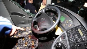 Неизвестный расстрелял автобус с игроками «Фенербахче»