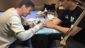 Лионель Месси стал на один день… татуировщиком