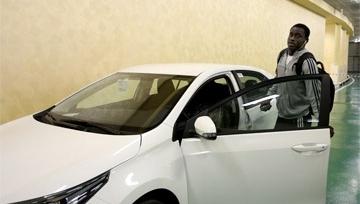 Аблайе Мбенге получил Toyota Corolla от Рамзана Кадырова
