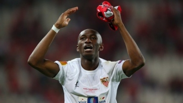 «Интер» выиграл борьбу за Мбиа у турецких клубов