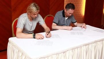 Официально: Анатолий Тимощук продолжит карьеру в «Кайрате»