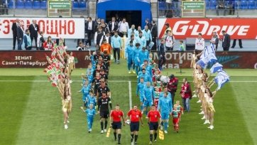 «Зенит» в упорной борьбе выиграл Суперкубок России